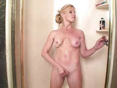 i`m a hot blonde mature who`s cumming